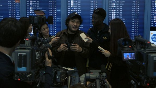 영화 <쿼바디스> 속 가상인물 마이클 모어는 교회가 한국에 와서는 대기업이 됐다고 꼬집는다.