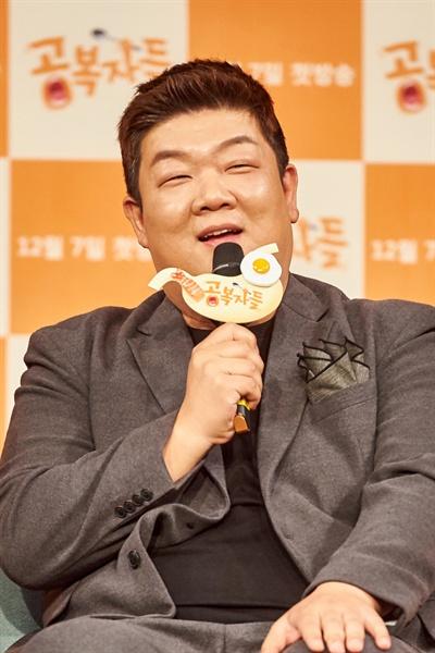 6일 오전 서울 마포구 상암MBC에서 열린 새 예능 프로그램 <공복자들> 제작발표회에서 유민상이 기자들의 질문에 답하고 있다.