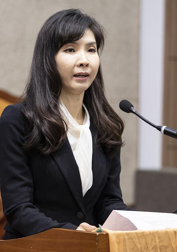 '미투' 운동을 촉발시켰던 서지현 검사(오른쪽)가 6일 한국기독교교회협의회가 주는 인권상을 수상했다.