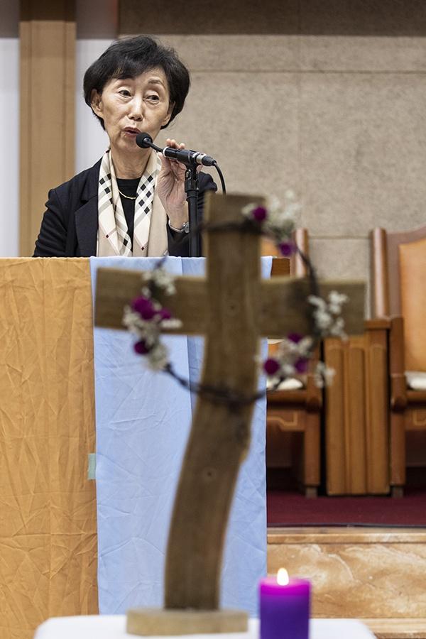 6일 열린 NCCK 인권상 시상식에 참석한 최영애 국가인권위 위원장은 서지현 검사를 격려했다.