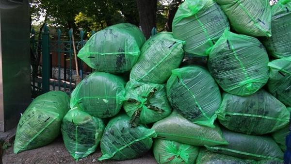 낙엽은 종량제 비닐에 담겨야할 대상이 아닙니다.