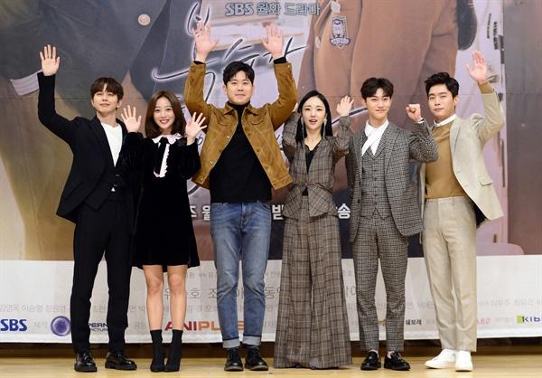 복수가 돌아왔다 SBS 새 월화드라마 <복수가 돌아왔다>의 제작발표회가 7일 오후 서울 목동 SBS 사옥에서 열렸다.