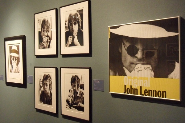 존레논 전시한 존 레논의 사진들이다.