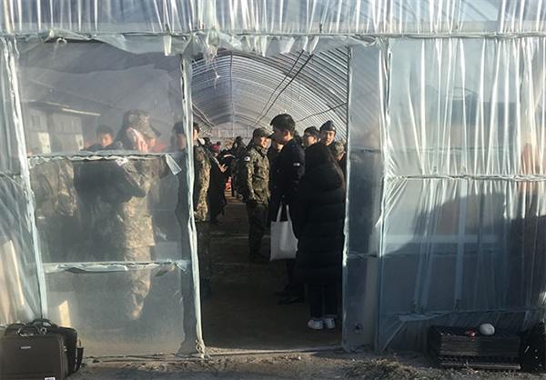 선로 이탈한 경강선 서울행  산천 806호 승객들이 인근 비닐 하우스에 피신하고 있다