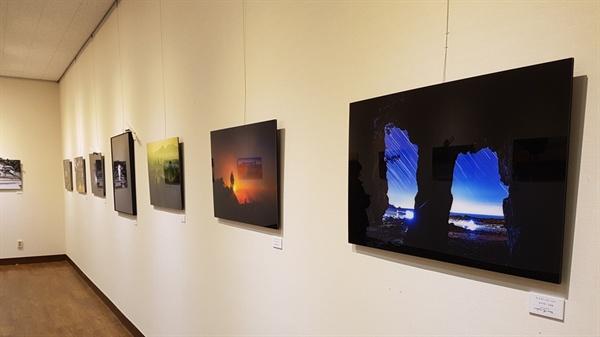 이번에 열린 예담의 사진전시회는 '밤이 그린 그림 - 야(夜)'라는 주제로 해가 진 뒤부터 동트기 전까지의 시간 동안, 자연의 빛과 인공적인 빛이 선사하는 다양한 모습을 회원들의 카메라에 담았다.