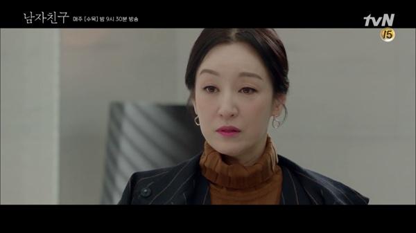 tvN 드라마 <마더>의 한 장면. 남기애는 <마더>에서 표독스러운 엄마 미옥을 연기한다.