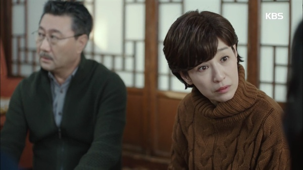 KBS 2TV 드라마 <최고의 이혼>의 한 장면. <최고의 이혼>에서 남기애는 배두나의 이혼을 이해하려는 엄마 역으로 분했다.