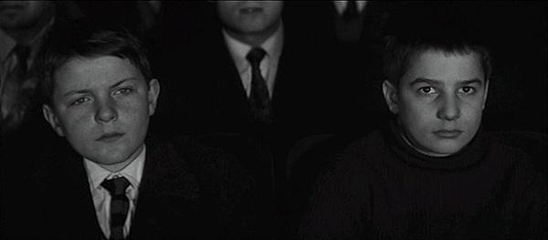 영화 < 400번의 구타 >의 한 장면