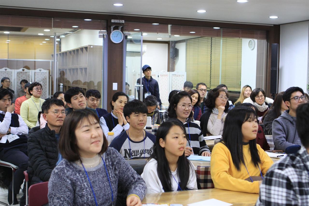 박상규 기자 강의를 경청하고 있는 참가자들