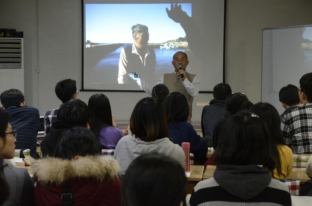오재선 할아버지 사례를 설명하고 있는 박상규 기자