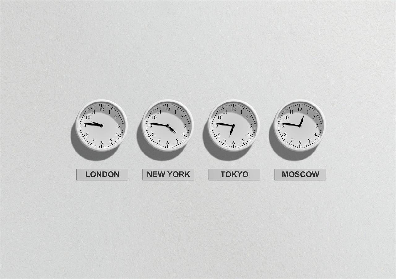 증권시장은 한국 뿐만 아니라 전세계를 대상으로 하는 산업이기 때문에 노동시간 역시 그에 영향을 받는다