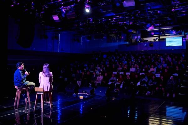 """MBC 아나운서들이 14일 오후 서울 상암동 MBC 사옥에서 """"낭독, 한다고 달라질 일은 아무것도 없겠지만""""를 열고 150명 청춘과 만났다."""