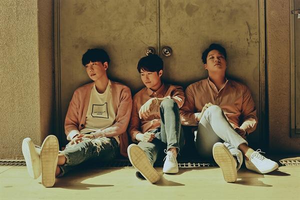 그룹 더 히든 그룹 더 히든은 JTBC에서 방영 된 히든싱어의 신승훈, 김범수, 조성모 모창 능력자들로 결성 된 보컬 그룹이다