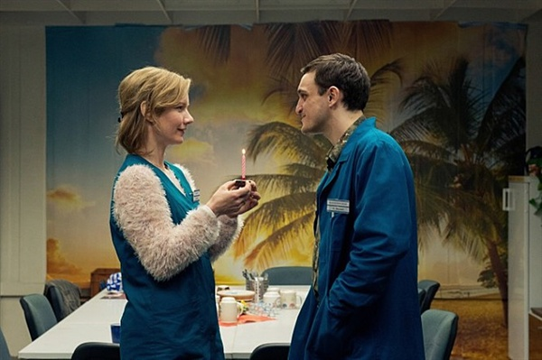 영화 <인 디 아일>의 한 장면. 마리온(왼쪽)과 크리스티안(오른쪽)의 설레는 한 때.