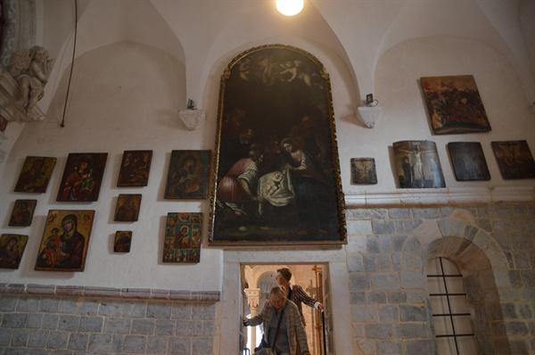 성당 박물관. 유럽 유명 화가들의 성화가 가득 모여 있다.