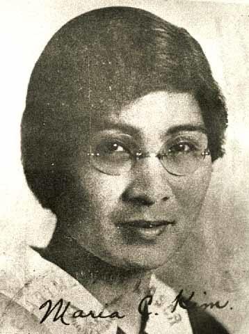 미국 유학시절의 김마리아 김마리아가 사진에 직접 쓴 것으로 보이는 'Maria C. Kim.'이라는 서명의 중간이름에 해당하는 C는 Chinsang의 첫 글자이다. <김마리아 나는 대한의 독립과 결혼하였다>의 저자 박용옥은 김마리아의 개명 전 이름이 진상 또는 상진이라고 추정하였다.