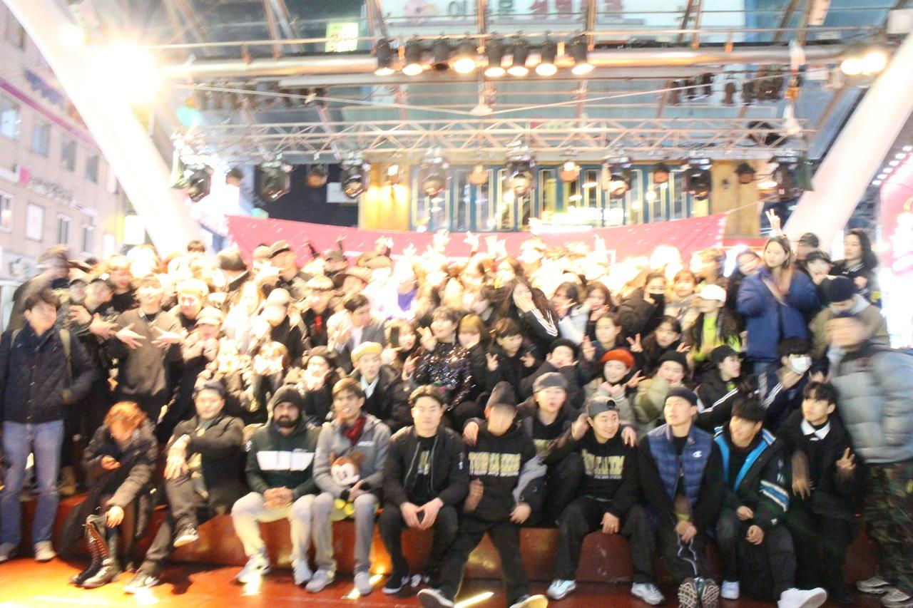 대구춤판에 참가했던 공연 참가자들의 모습 대구춤판을 꾸미기 위해 경북, 경남의 대표 춤꾼들이 한자리에 모였다.