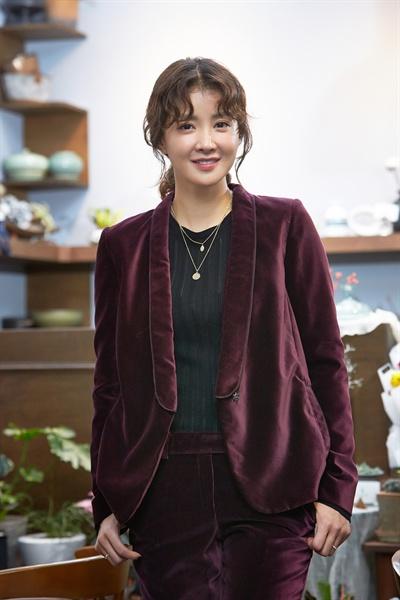 영화 <언니>에서 납치된 동생 은혜를 구하기 위해 모든 것을 내던지는 언니 인애 역을 맡은 배우 이시영.