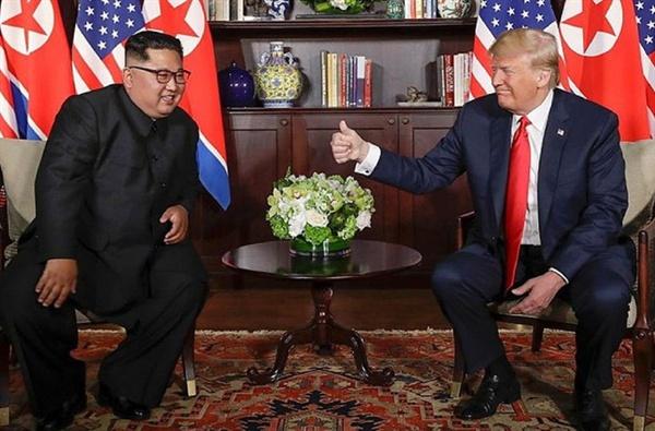지난 6월 27일 역사상 최초로 북한 김정은 국방 위원장과 도널드 트럼프 미국 대통령이 싱가포르 센토사섬에서 만났다