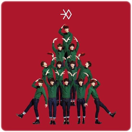 2013년 12월 엑소가 발표한 '12월의 기적' 앨범 재킷. 과거를 통해 얻은 기적을 노래한다.