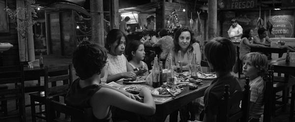 알폰소 쿠아론 감독의 영화 <로마(ROMA)>의 한 장면