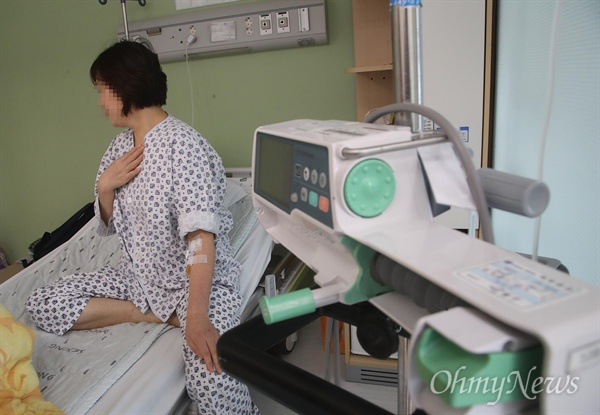 갑상선암 판정을 받고 투병 중인 오아무개 씨 지난 18일 오후 인천 한 종합병원에서 <오마이뉴스>와 만나 삼성화재가 자신이 받은 치료는 암에 대한 직접치료가 아니라며 보험금 지급을 미루고 있다고 억울함을 토로했다.
