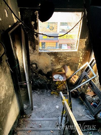지난 11월 9일 화재로 숨진 희생자 7명 49재가 열린 27일 오후 서울 종로구 국일고시원 내부가 화재 당시 모습 그대로 보존돼 있다.