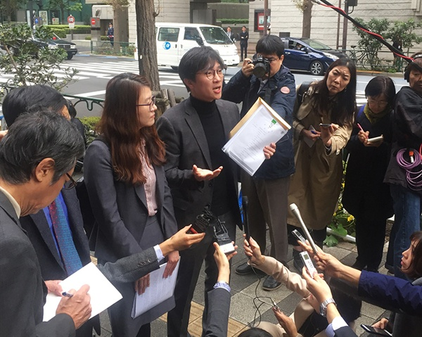 11월 12일, 일본 신일철주금을 방문한 피해자 대리인 변호사와 '강제동원 공동행동' 활동가들
