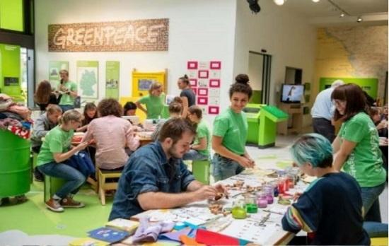 국제환경단체 그린피스가 미국 유통업체들의 대규모 할인기간인 '블랙 프라이데이'에 맞서 지난 2일부터 10일까지 세계 각지에서 벌인 '메이크 썸씽 위크(Make Something Week)' 행사. 각국의 그린피스 사무소를 중심으로 업사이클링, 공유, DIY 교육 등이 진행됐다.