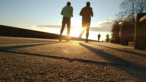 무라카미 하루키를 동경해 달리기를 시작했다.