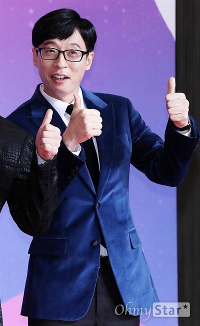 'SBS연예대상' 유재석, 영원한 대상후보 28일 오후 서울 상암동 SBS 프리즘타워에서 열린 < 2018 SBS 연예대상 >에서 '런닝맨'의 개그맨 유재석이 포토타임을 갖고 있다.