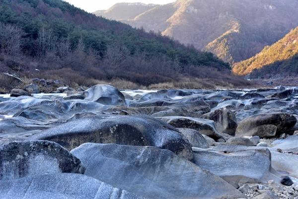 돌개구멍 겨울 강