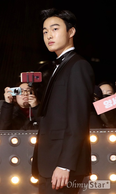 '2018 SBS연기대상' 윤찬영, 남자로 가는 길 31일 오후 서울 상암동 SBS 프리즘타워에서 열린 < 2018 SBS 연기대상 >에서 배우 윤찬영이 입장하고 있다.