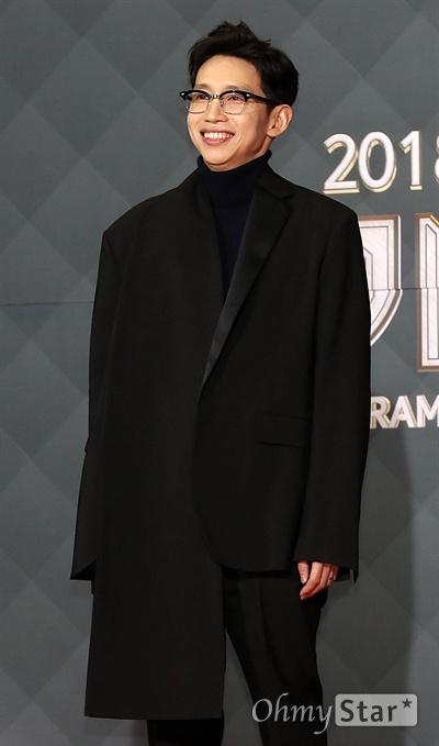 '2018 SBS연기대상' 봉태규, 언제나 패셔니스타 31일 오후 서울 상암동 SBS 프리즘타워에서 열린 < 2018 SBS 연기대상 >에서 배우 봉태규가 포토타임을 갖고 있다.