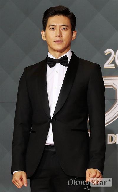 '2018 SBS연기대상' 고수, 멋짐 그 느낌 31일 오후 서울 상암동 SBS 프리즘타워에서 열린 < 2018 SBS 연기대상 >에서 배우 고수가 입장하고 있다.