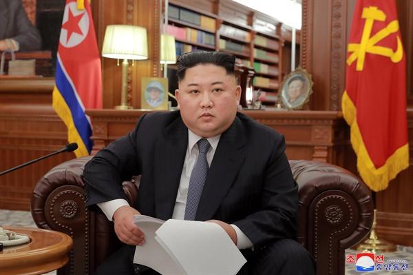 신년사 발표하는 김정은 국무위원장  김정은 국무위원장이 노동당 중앙위원회 청사에서 신년사를 발표했다고 조선중앙통신이 1일 보도했다.