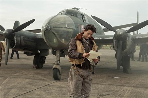 새벽의 약속 로맹 가리는 생택쥐페리, 리처드 바크와 함께 비행기 조종사 출신의 작가로 유명하기도 하다.