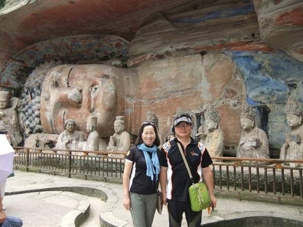 '대족석각'은 중국 석굴 예술을 대표하는 유산으로 1999년 유네스코 세계문화유산에 등재되었으며, 둔황의 막고굴, 낙양의 용문석굴과 함께 중국 3대 석굴로 손꼽힌다.