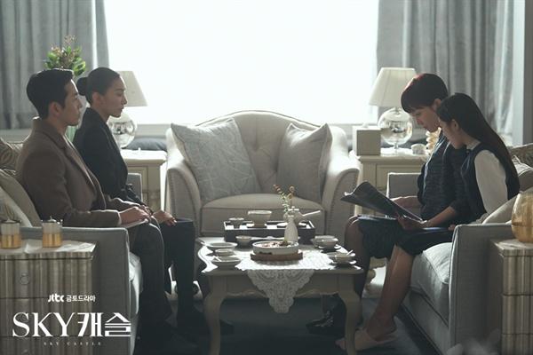 드라마 <SKY 캐슬>의 한 장면