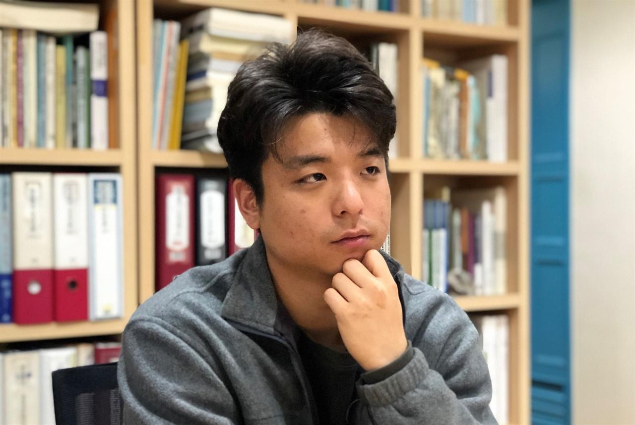 김두겸 한국도시연구소 연구원 고시원의 가장 큰 문제는 어떤 관리나 규율도 받지 않는다는 것이다. 사람이 사는 공간이라는 것을 인정하고, 그런 환경을 관리해나가는 제도개선이 필요한 것 같다.
