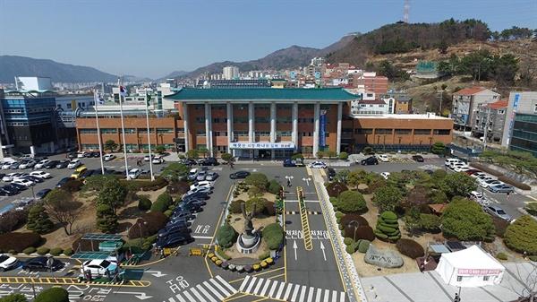 경남 김해시청 전경.