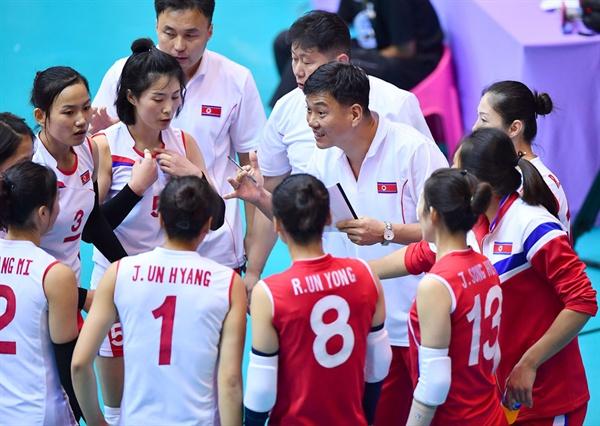 북한 여자배구 대표팀 선수들... 2018 세계선수권 아시아 예선전 북한-이란 경기 (2017.9.21)