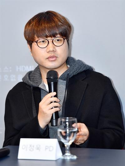 3일 오전 서울 여의도 KBS 사옥 인근에서 진행된 KBS 2TV 예능 프로그램 <은밀하고 위대한 동물의 사생활> 기자간담회에 참석한 이정욱 PD가 기자들의 질문에 답하고 있다.
