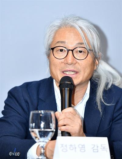 3일 오전 서울 여의도 KBS 사옥 인근에서 진행된 KBS 2TV 예능 프로그램 <은밀하고 위대한 동물의 사생활> 기자간담회에 참석한 정하영 촬영감독이 기자들의 질문에 답하고 있다.