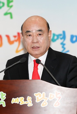 정현복 광양시장이 신년 기자간담회에서 인사말을 하고 있다.