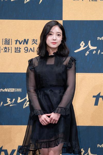3일 서울 강남의 한 호텔에서 열린 tvN 새 월화드라마 <왕이 된 남자> 제작발표회에 참석한 배우 이세영. 이세영은 왕 이헌(여진구 분)과 왕의 닮은꼴 하선(여진구 분)의 사랑을 한몸에 받는 중전 유소운 역을 연기한다.