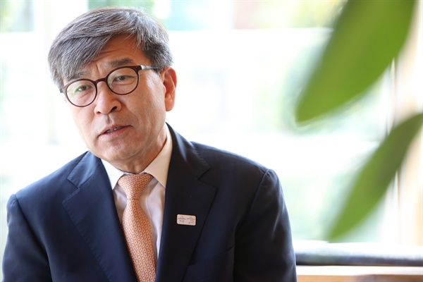 지난 2017년 9월 <연합뉴스>와 인터뷰한 김동석 미주한인유권자연대 대표의 모습. (자료사진)