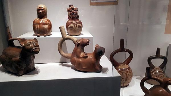 잉카인들이 만든 그릇으로 인간과 동물 형상을 한 멋진 그릇도 있다. 중국과 고려 도자기가 최고라고 여겼던 오만함이 부끄러웠다. 누가 이렇게 훌륭한 문명을 남긴 잉카인들을 야만인이라고 했는가?