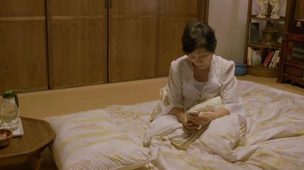 우리 엄마도 아직은 괜찮으시지만 확실히 지난해와 올해가 다르다. 노쇠의 속도가 너무 빠르다. (사진은 tvN 드라마 <디어 마이 프렌즈> 스틸컷)