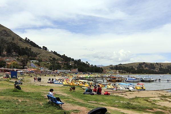 뿌노에서 티티카카호수를 구경하고 라파즈로 오는 도중에 만난 코파카바나 모습으로 해변을 연상케했다